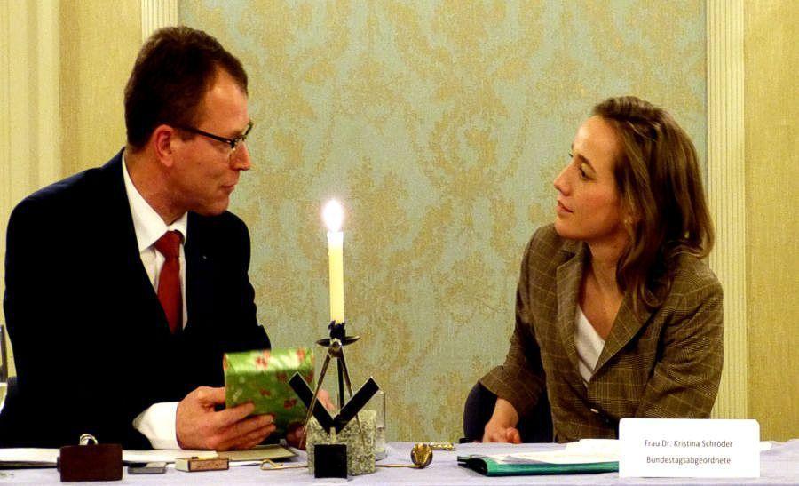 Der MvSt. der Loge, Dieter Börgers, bedankt sich bei Frau Dr. Kristina Schröder
