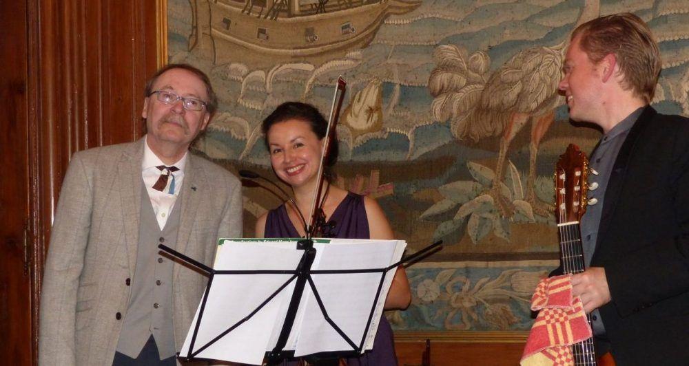 v.l.n.r. Der bekannte fränkische Autor Gerd Scherm, Angela Isidora Leal Rojas und Manuel de Roo. Foto: Roland M. Hanke
