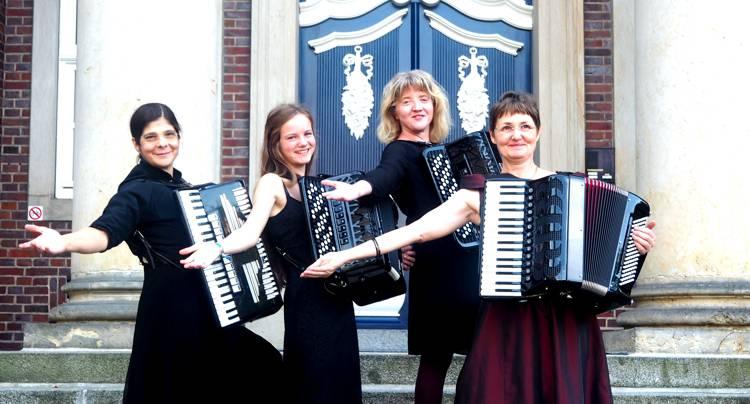 Die Musiker des Ensemble 1,  v.l. Daria Jedsmski, Johanna Malika Müssig, Barbara Burghalter und Steffi Heinrichs