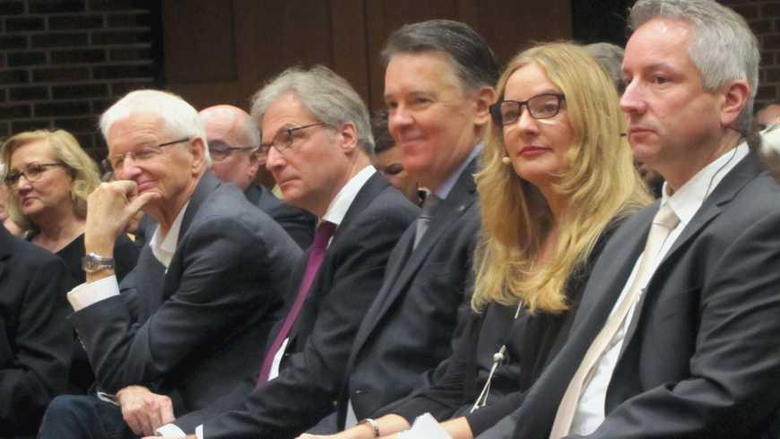 v.L.n.R. Bürgermeister Karen-Jungen, Kulturdezernent Lohe, Eduardo Flores Bermudez, Barbara Rüth, Michael Meckel