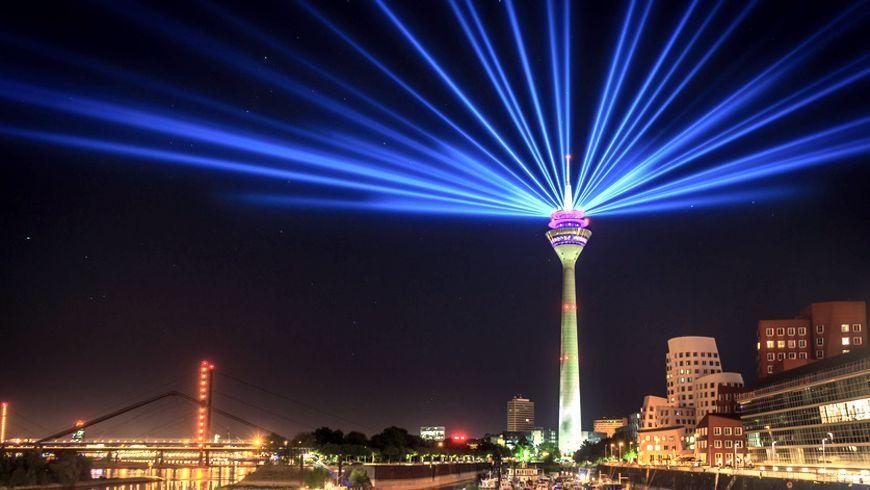 Düsseldorf bei Nacht (Foto: alexgres, fotolia)