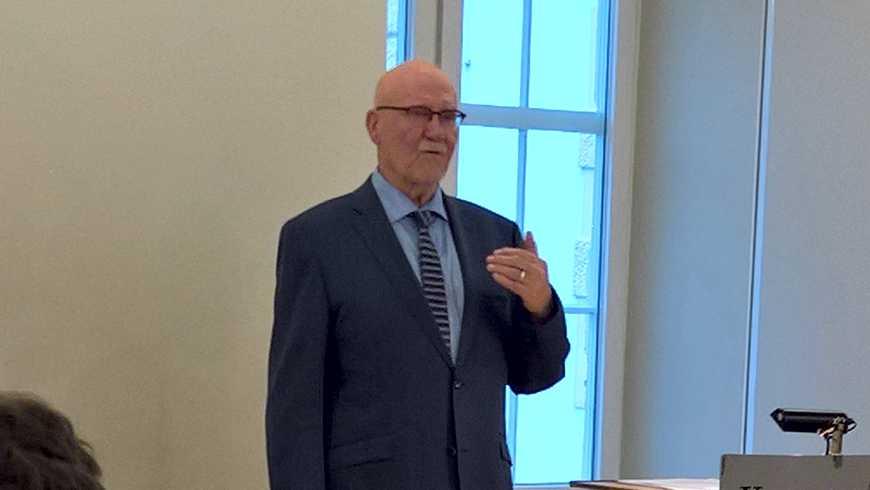 Hans-Hermann Höhmann, Redner der Großloge, referiert in der Kemptner Loge