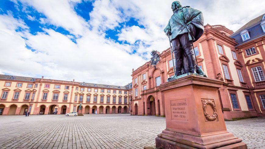 Mannheimer Schloss (Bildnachweis: fotolia / CPN)