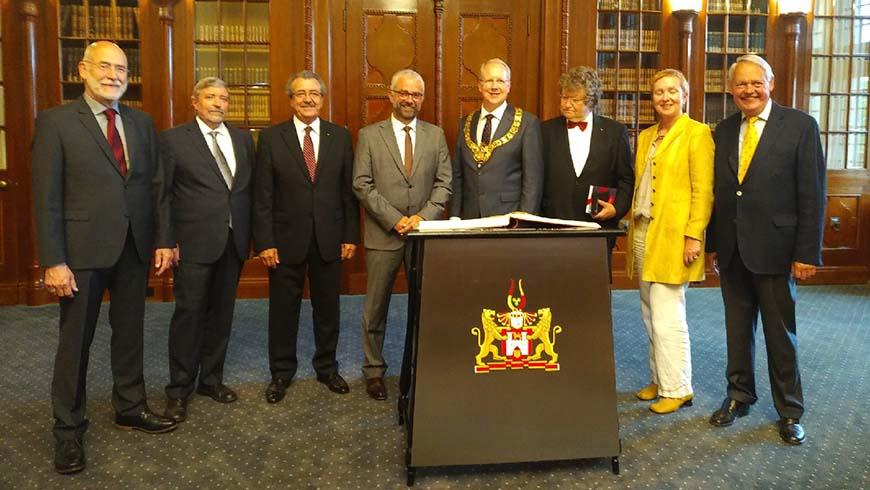 Am Vortag durften sich die Großmeisterin und die Großmeister der verschiedenen Großlogen in das Goldene Buch der Stadt Hannover eintragen