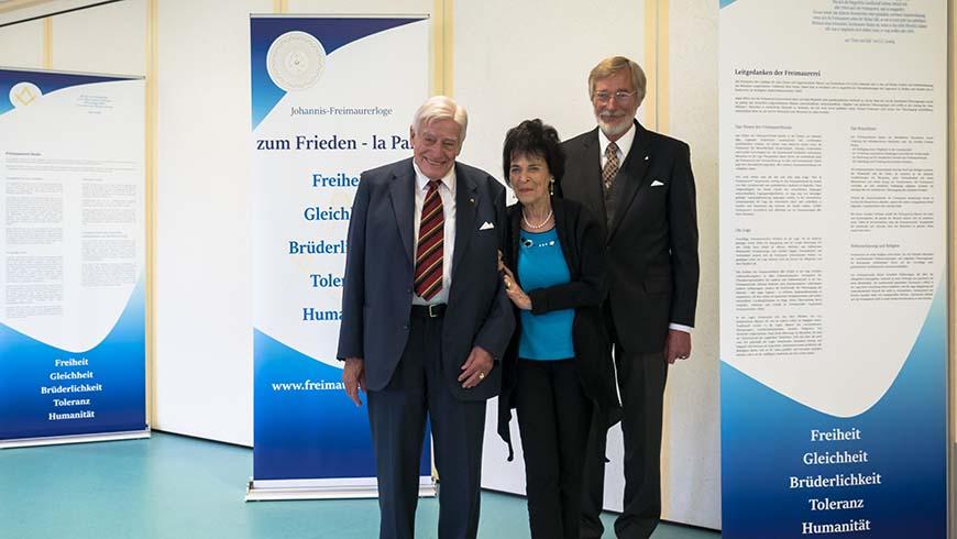Marie-Luise und Christian Schwarz-Schilling mit dem stellvertretenden Großmeister der Vereinigten Großlogen von Deutschland Bernd Brauer
