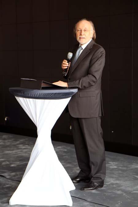 Armin Hirth, Vorsitzender der Loge
