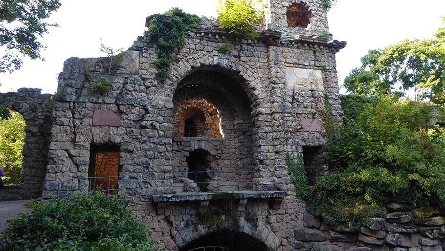 Ruine eines römischen Wasserkastells 1776/1779 von Nicolas de Pigage und Friedrich Ludwig Sckell