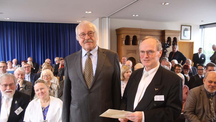 Von Links: Der Referent Altgroßmeister Jens Oberheide, Vorsitzender der Loge Dr. med. Wilhelm Cohrs