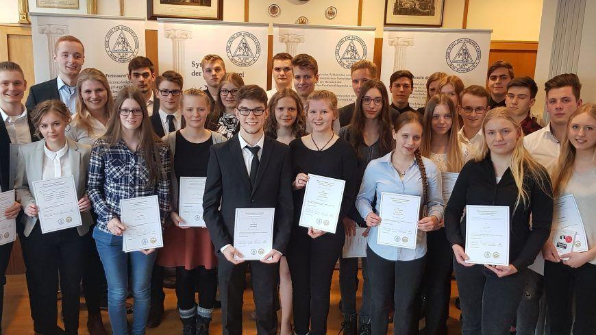 Die Preisträger im 4. Wettbewerb der Gymnasien