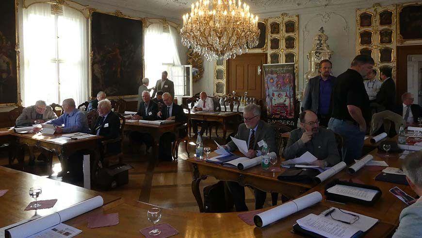 Der Großlogenrat tagt im prunkvollen historischen Sitzungssaal