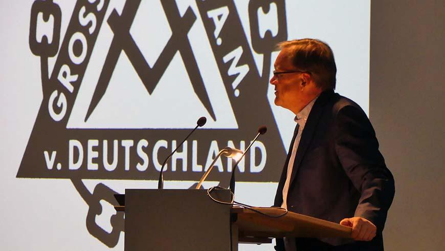 Oberbürgermeister Andreas Starke begrüßt die Teilnehmer des Großlogentages 2018.