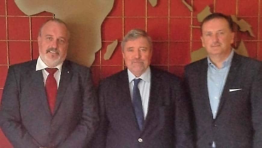 Distriktmeister Michael Volkwein (v.l.), Großmeister (Prof. Dr.) Stephan Roth-Kleyer und Meister vom Stuhl Martin Marx