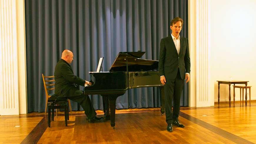 Der Pianist Florian Krumpäck und der Sänger Marek Kalbus im Lotzinghaus