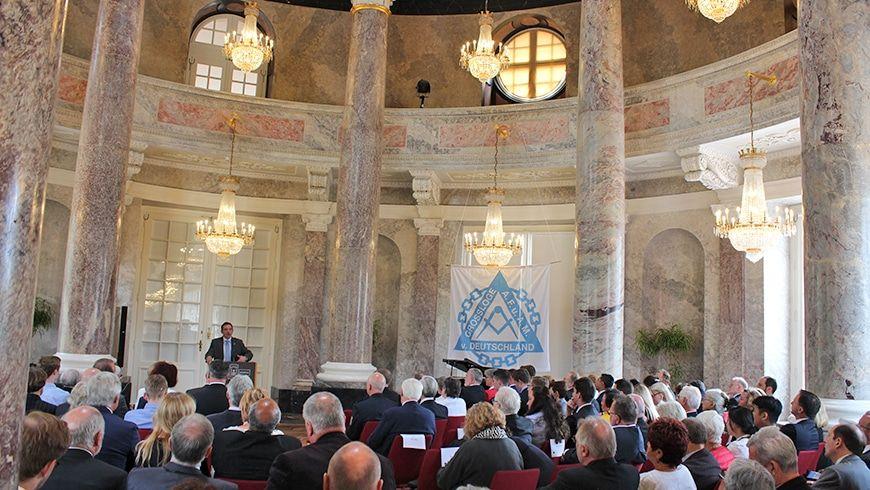 Der Hessische Kultusminister Prof. Dr. Lorz spricht zum Thema