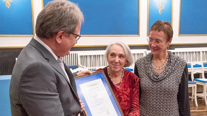 Zugeordneter Stuhlmeister Winfried Gerum-Nees, die Preisträgerin Frau Maria Yeddes, Bürgermeisterin Frau Dr. Elisabeth Preuss