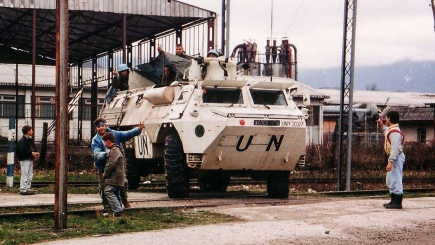 Die UN wurden in Bosnien Icemen genannt, weil sie herumstanden wie Eisverkäufer und nichts taten. Drei Jahre lang haben die Vereinten Nationen zugesehen, wie 120.000 Menschen mit Granaten beschossen wurden.