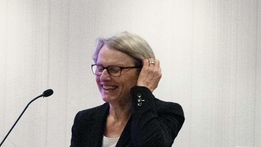 Frau Dr. Freudlieb, Mannheims Bürgermeisterin, hält ihr Grußwort