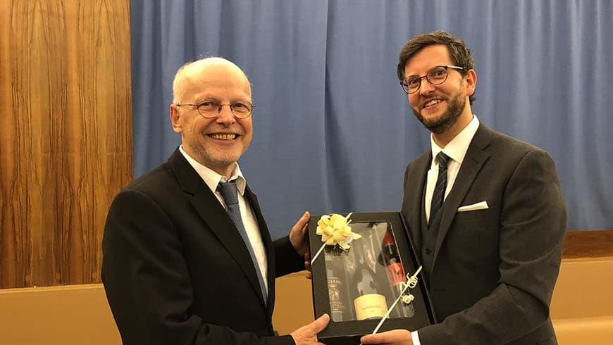 Links der Gastredner Prof. Kirchberg, rechts der Meister vom Stuhl Michael Dietrich