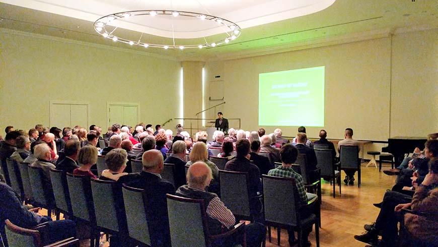 Im großen Goethesaal des Hamburger Logenhauses waren nur noch wenige Plätze frei