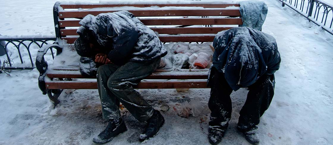 Obdachlose in kaltem Winter (© Mulderphoto / stock.adobe.com)