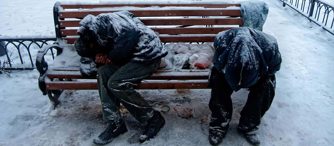 Obdachlose in kaltem Winter (© Mulderphoto / stock.adobe.com)