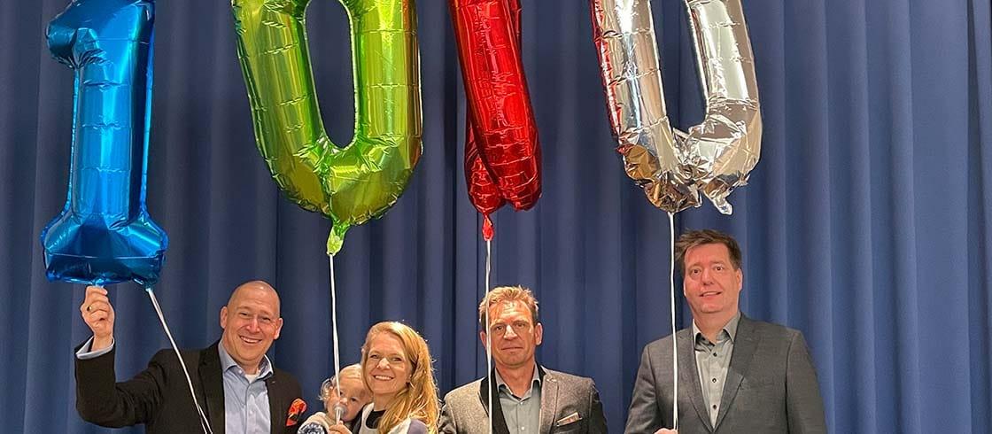 vlnr: Thorsten Westhoff (I. Aufseher), Zina Rensing mit Thilo (Unikate e.V.), Thomas Wöbeking (Meister vom Stuhl), Raphael Hartmann (Unikate e.V.)