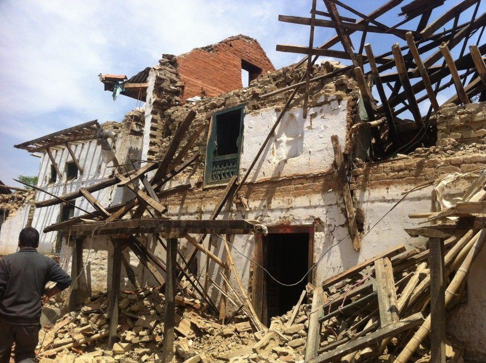 Zerstörtes Schulgebäude der Himalayan Care Foundation