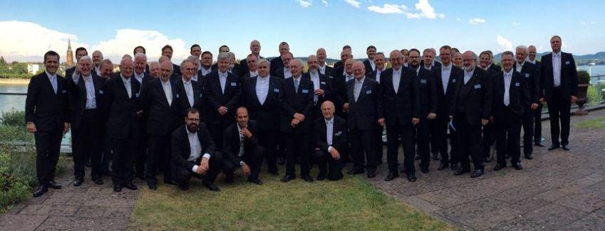 Die Brüder der Loge Prometheus mit Ihren Gästen auf der Rheinterrasse des Hotel Königshof